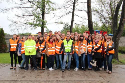 Studenci logistyki w sortowni odpadów 2013